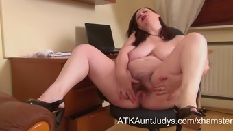 Nina Strips And Spreads Her Hirsuite Muff